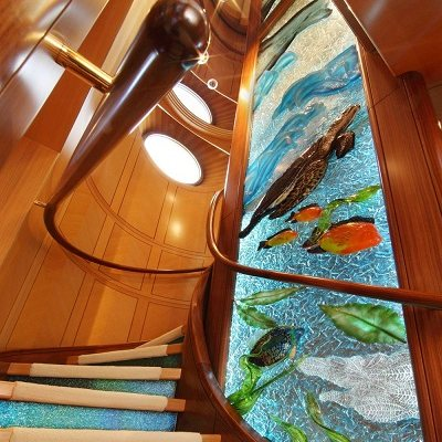 Laurel Yacht Staircase - Glass Detail