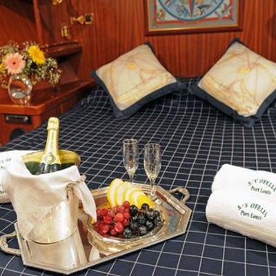 Ofelia Yacht Master Stateroom - Detail