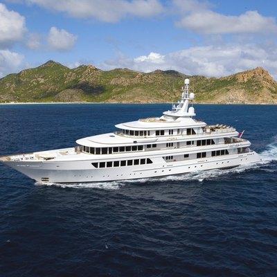 Utopia Yacht Running Shot - Profile