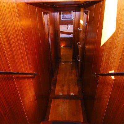 Besame Mucho Yacht