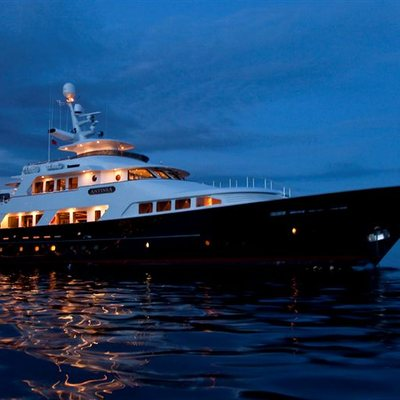 L'Albatros Yacht Profile - Night