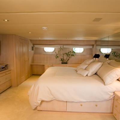 Silent World II Yacht Master Stateroom - Side
