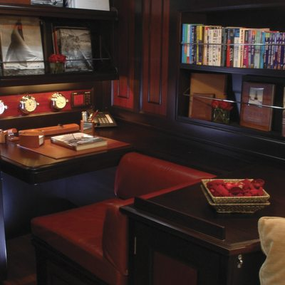 Shamrock V Yacht Master Stateroom - Seating