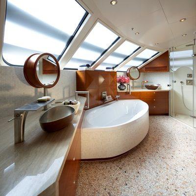 Northlander Yacht Bathroom