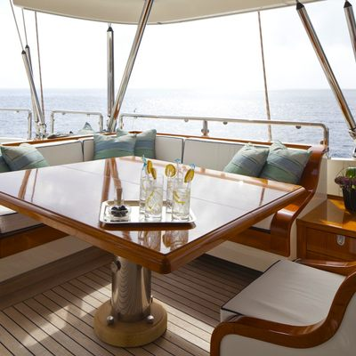 Luna Yacht Covered Seating