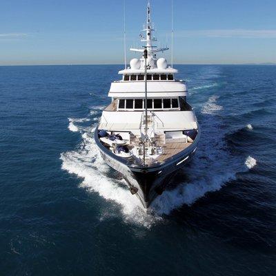 Virginian Yacht Running Shot - Bow