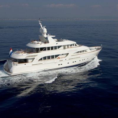 Northlander Yacht Running Shot