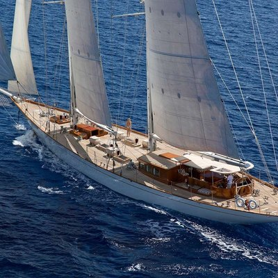 Gweilo Yacht Running Shot - Rear View