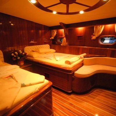 Esma Sultan Yacht Twin Stateroom & Seating