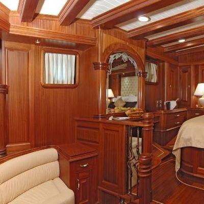 Goleta I Yacht Master Stateroom - Side View