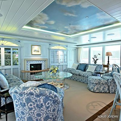 Huntress Yacht Salon