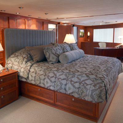 Nurja Master Stateroom - Bed