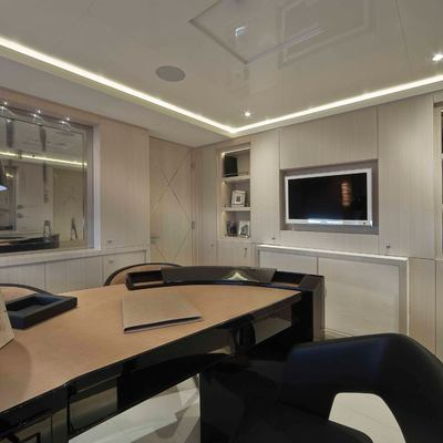 Light Holic Yacht Master Office