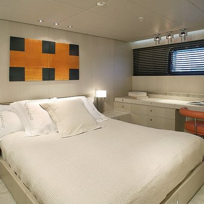 Red Dragon Yacht Guest Stateroom