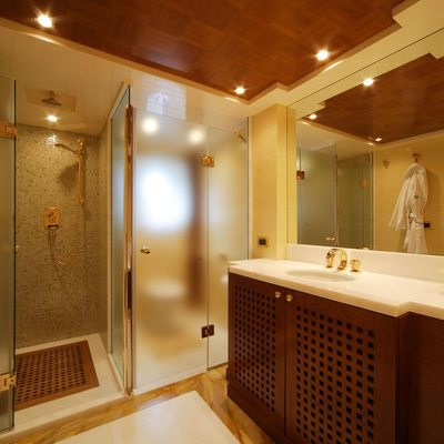 O'Ceanos Yacht Shower Room