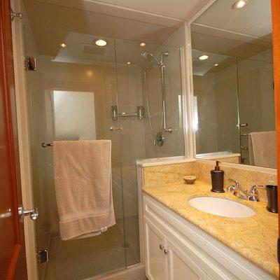 Stargazer Yacht Guest Bath