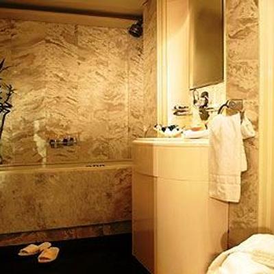 Carmen Serena Yacht Guest Bathroom