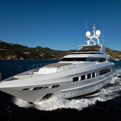 Seven S Yacht Running Shot - Side