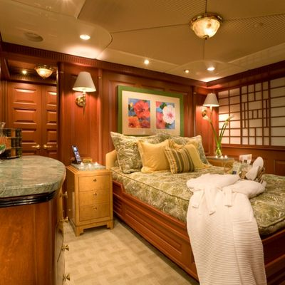 Queen D Yacht Port Guest Stateroom