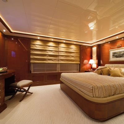 O'Ceanos Yacht Stateroom - Bed