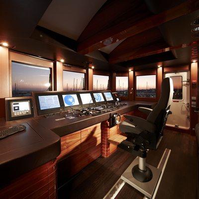 E & E Yacht Pilothouse