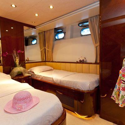 Happy Spirit Yacht Twin cabin