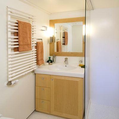 Hanse Explorer Yacht Guest Bathroom