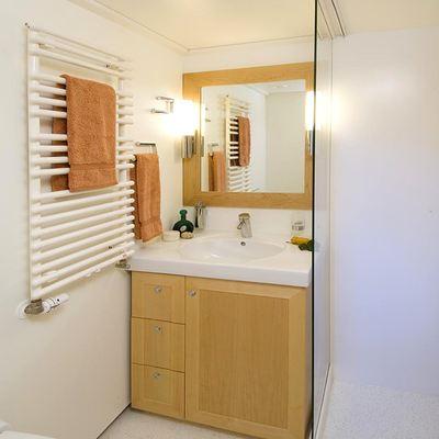 Hanse Explorer Yacht Guest Bathroom