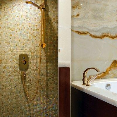 O'Ceanos Yacht Bathroom - Detail