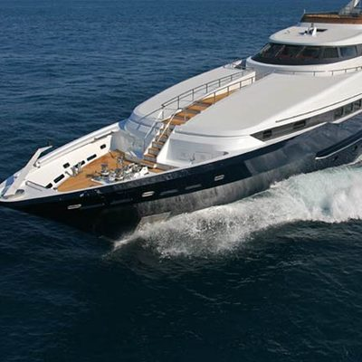 Daloli Yacht Running Shot - Front