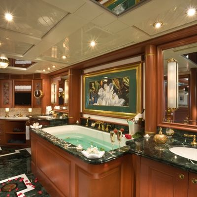 Queen D Yacht Master Bath