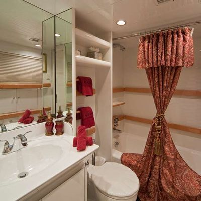 Big Eagle Yacht Twin Bathroom