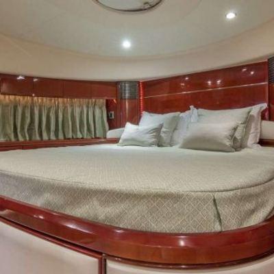 Hoya Saxa Yacht