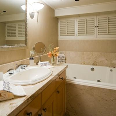 Sojourn Yacht Master Bathroom - Hers