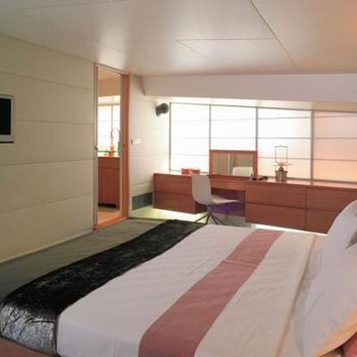 Phoenix Yacht Master Stateroom - Bed