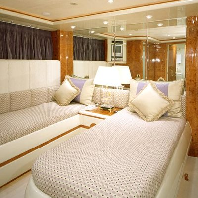 Wheels I Yacht Twin Stateroom