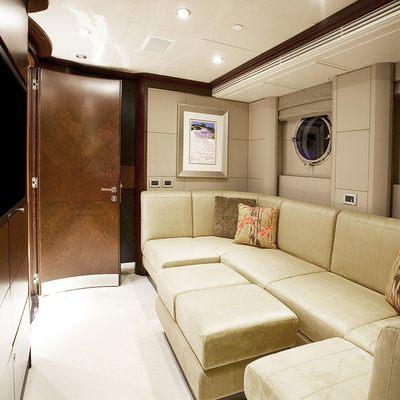 De Lisle III Yacht Salon