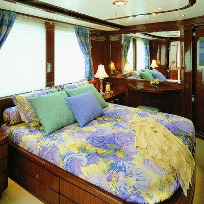 Jasmine Yacht VIP Starboard Stateroom
