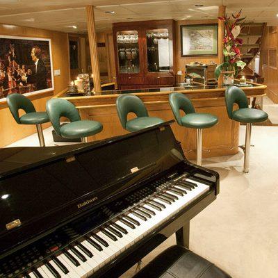 Le Montrachet Yacht Bar