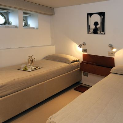 Dionea Yacht Twin Stateroom
