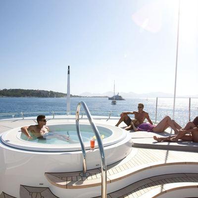 Spirit Yacht Jacuzzi & Sun Pads