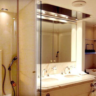 Elegant 007 Yacht Private Bathroom