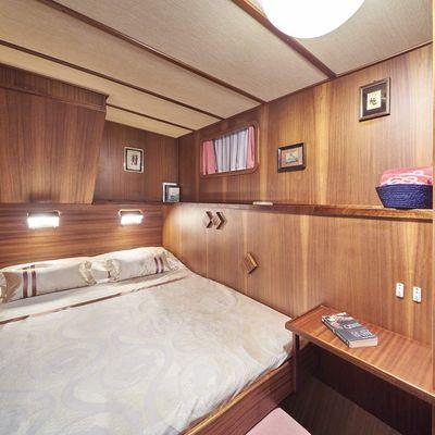 Play Fellow Yacht