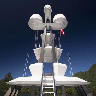 Big Fish Yacht Mast