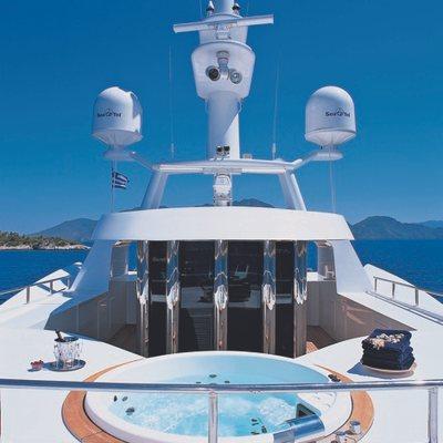 Lou Spirit Yacht Jacuzzi - Sundeck
