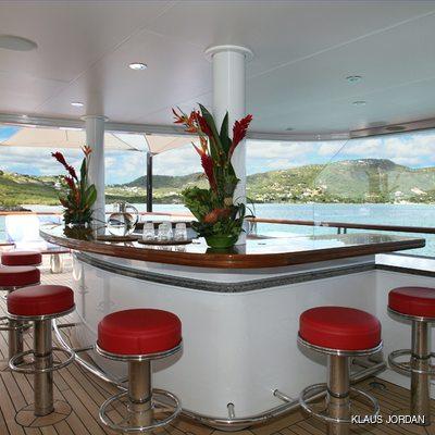 Huntress Yacht Exterior Bar