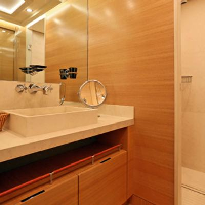 DB9 Yacht Guest Bathroom