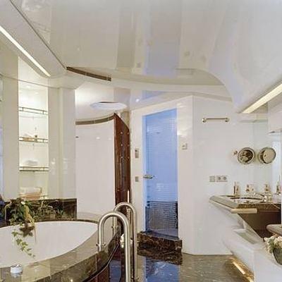 Vera Yacht Private Bathroom