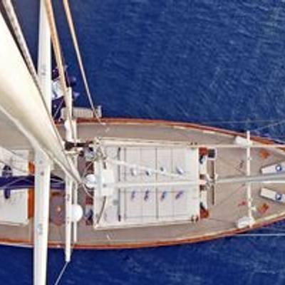 Ofelia Yacht Overhead
