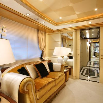 Platinum Yacht Master Stateroom - Dressing Room